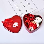 Подарочный набор ароматное мыло в виде роз и плюшевый мишка (Красный)