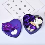 Подарочный набор ароматное мыло в виде роз и плюшевый мишка (Фиолетовый)