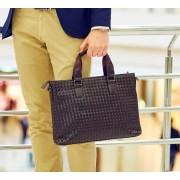 Стильная мужская сумка коричневая, с характерной текстурой
