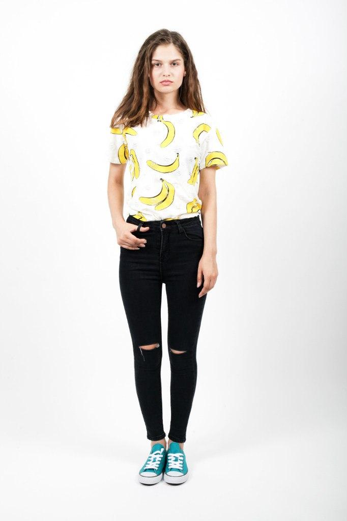 Модная футболка со стильным рисунком фруктов