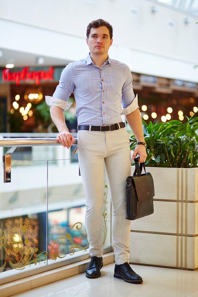 Стильная мужская рубашка светлая