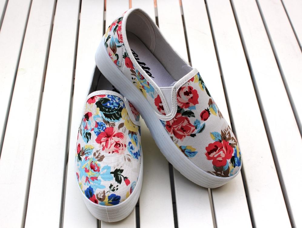 Стильные слипоны в цветочек для девочек