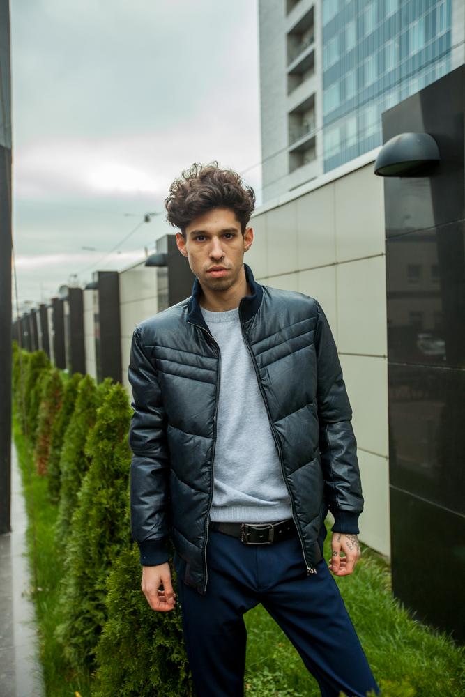 Стильная мужская синяя куртка