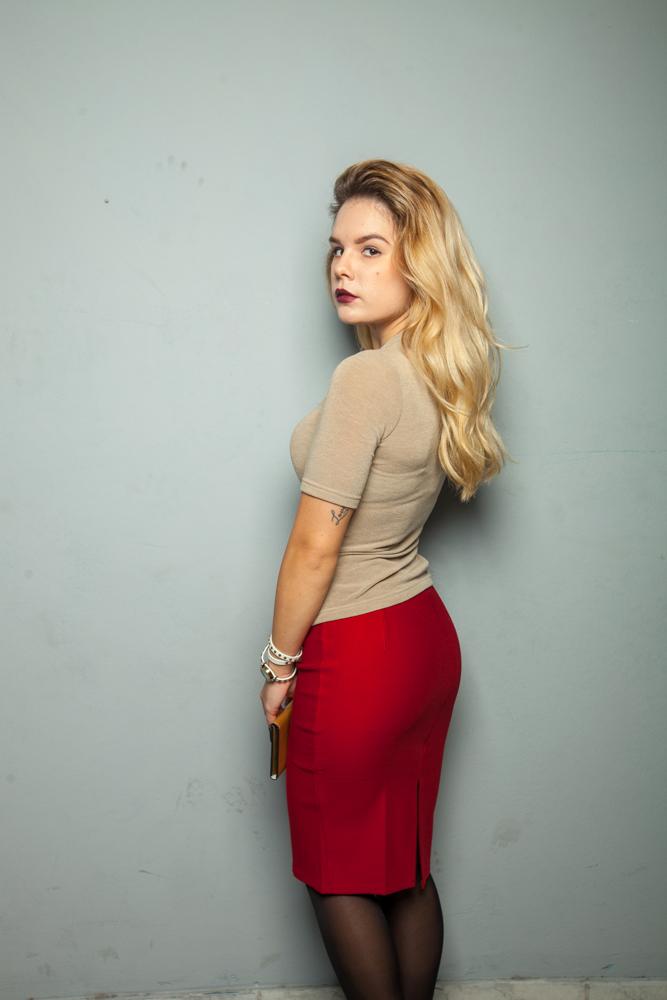 Стильная юбка красная