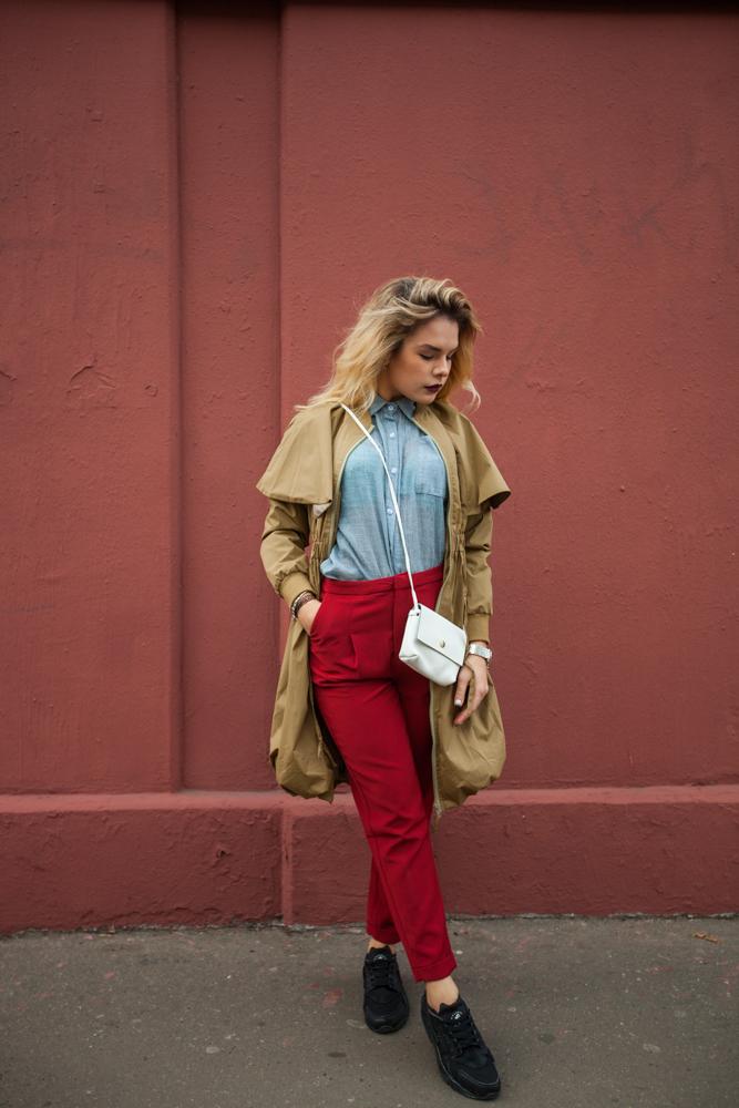 Стильные женские брюки красные модель 1