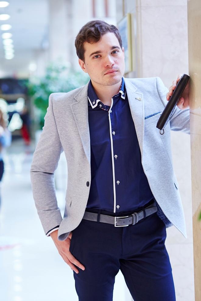 Стильный мужской пиджак светлый