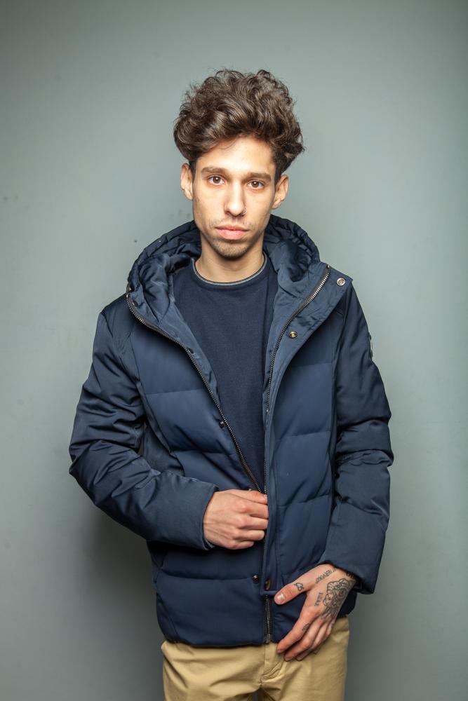 Стильная мужская короткая синяя куртка модель 3